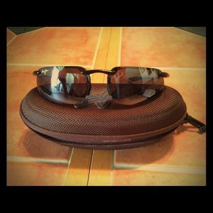 Official Maui Jim sunglasses with case